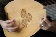 hands on lute