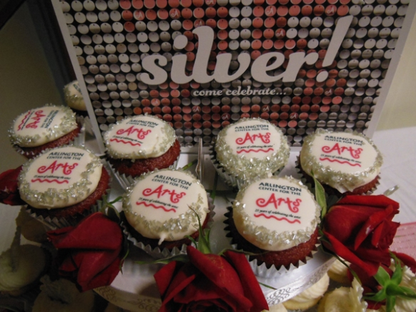 Gorgeous and delicious silvery anniversary cupcakes, thanks to Gwen and Amy Chasan, and Sweet Generation.